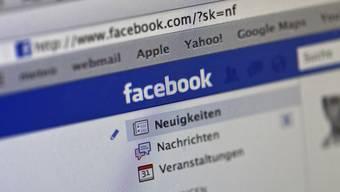 Darf man Freunde darauf hinweisen, dass allzu freizügige Fotos in sozialen Netzwerken im beruflichen Umfeld Schwierigkeiten bereiten?