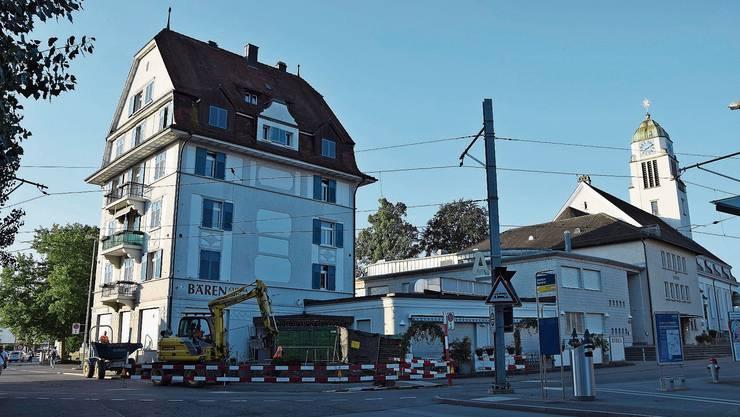 Das kleine Hochhaus am Bahnhof Dietikon: Eine Sanierung des «Bären» kann die Kirche nicht stemmen.