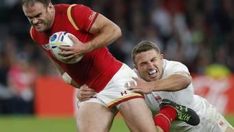 Zum Sieg gestürmt: Wales' Jamie Roberts entwischt Englands Sam Burgess