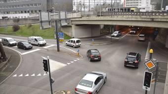 Mit dem Projekt «Oase» wird auch das Ziel verfolgt, das Zentrum Brugg – hier die Neumarkt-Kreuzung – vom Verkehr zu entlasten.