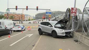 Viel Schaden: die Unfallstelle am Montag.