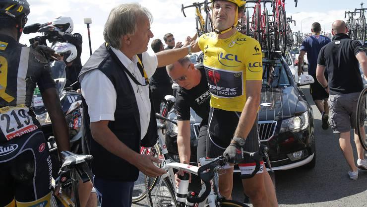 Kurz nach dem Sturz: Der Schmerz ist Cancellara ins Gesicht geschrieben.