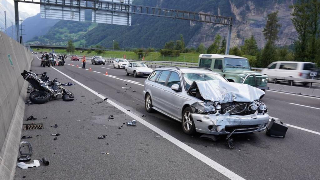 Unfall in Altdorf fordert zwei Verletzte und sorgt für Verkehrschaos