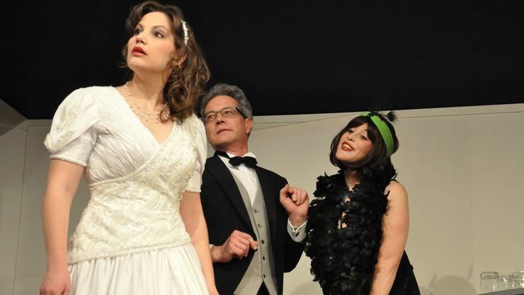 Die Beziehung ihres Vaters mit dem imaginären Charleston-Girl bringt Sandra Jabergs (Manuela Heeb) Hochzeitsmorgen durcheinander Marco Sansoni