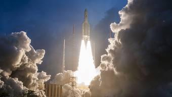 In der Nacht auf Mittwoch ist erneut eine Ariane-5-Rakete ins All geflogen. (Archivbild)