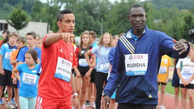 Titelverteidiger Jan Hochstrasser (links) zusammen mit seinem Vorbild, 800-m-Weltrekordhalter David Rudisha.