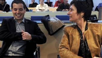 Marco Romano (CVP) freut sich neben Mitstreiterin Duca Widmer (CVP) über den Losentscheid