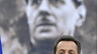 Nicolas Sarkozy spricht vor einem Bild von Charles de Gaulle (Archiv)