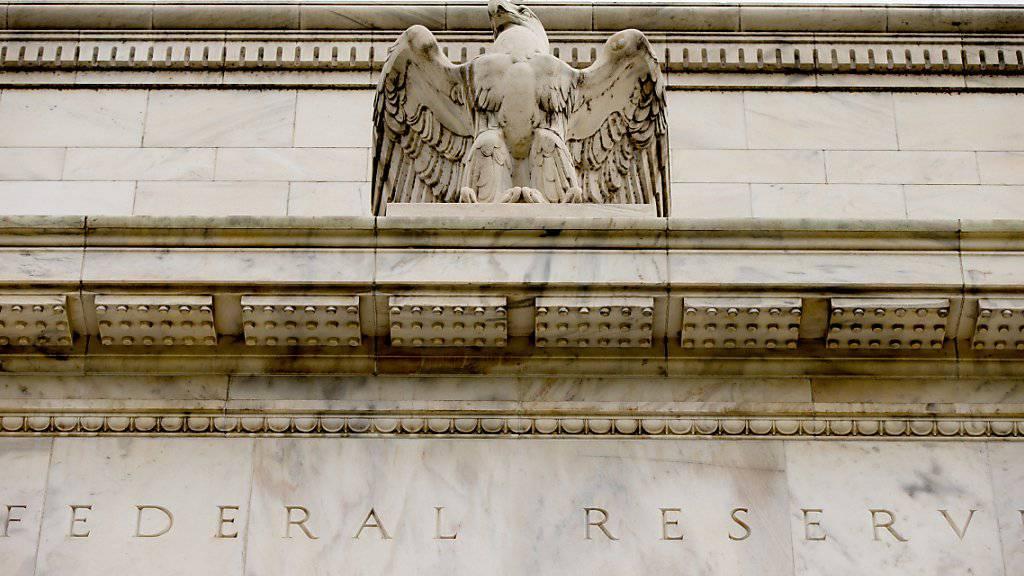 Wie erwartet hat die US-Notenbank ihren Leitzins ein weiteres Mal angehoben. Bis Ende 2019 will sie noch vier Mal nachlegen. Die Fed reagiert damit auf die boomende US-Wirtschaft.