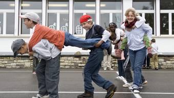 Sprachgrenze im Jura überwunden: Deutschsprachige Kinder aus dem Dorf Ederswiler besuchen in gemischten Klassen im benachbarten Movelier die Schule.