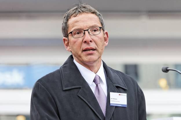 Landstatthalter Urs Hofmann spricht an der Einweihung des Bahnhofes Aarau.