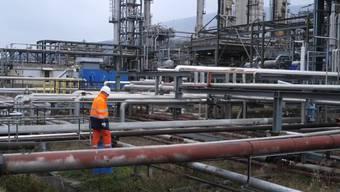 Die Raffinerie Cressier versorgt das Land unter anderem mit Benzin, Diesel und Heizöl.