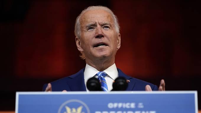 Afroamerikaner beschweren sich darüber, dass Biden bisher keinen schwarzen Politiker zum Chef eines Schlüsselministeriums gemacht hat.
