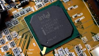Forscher haben eine neue Sicherheitslücke bei Intel-Chips entdeckt. (Archivbild)