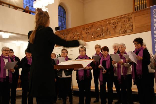 Der katholische Kirchenchor Agios unter Leitung von Réka Jaksics