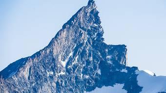 """Unglück trotz rechtzeitiger Umkehr: An der """"Kanzel"""" des Zinalrothorns stürzte eine Alpinistin aus Italien am Sonntag beim Abseilen mehrere hundert Meter in die Tiefe (Archiv)."""