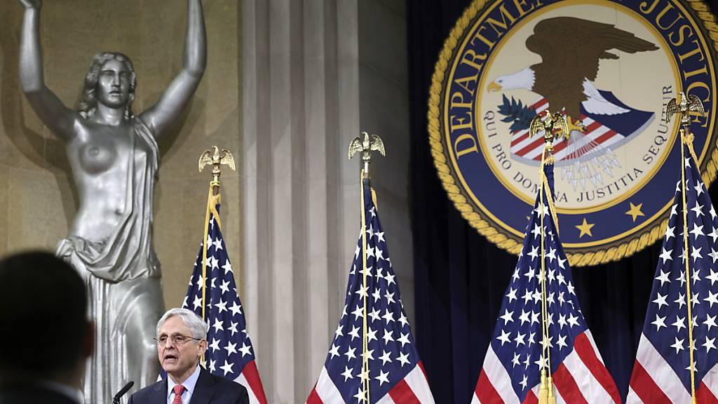 Die Regierung von US-Präsident Biden will verstärkt und auf Ebene verschiedener Bundesbehörden gegen inländischen Terrorismus vorgehen. Foto: Win Mcnamee/Pool Getty Images North America/AP/dpa Foto: Win Mcnamee/Pool Getty Images North America/AP/dpa