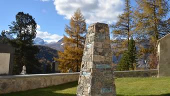 Das neue Gedenk-Steinmännchen soll auf dem Friedhof von Pontresina Angehörigen von verunglückten Berggängern einen Ort zum Trauern geben.