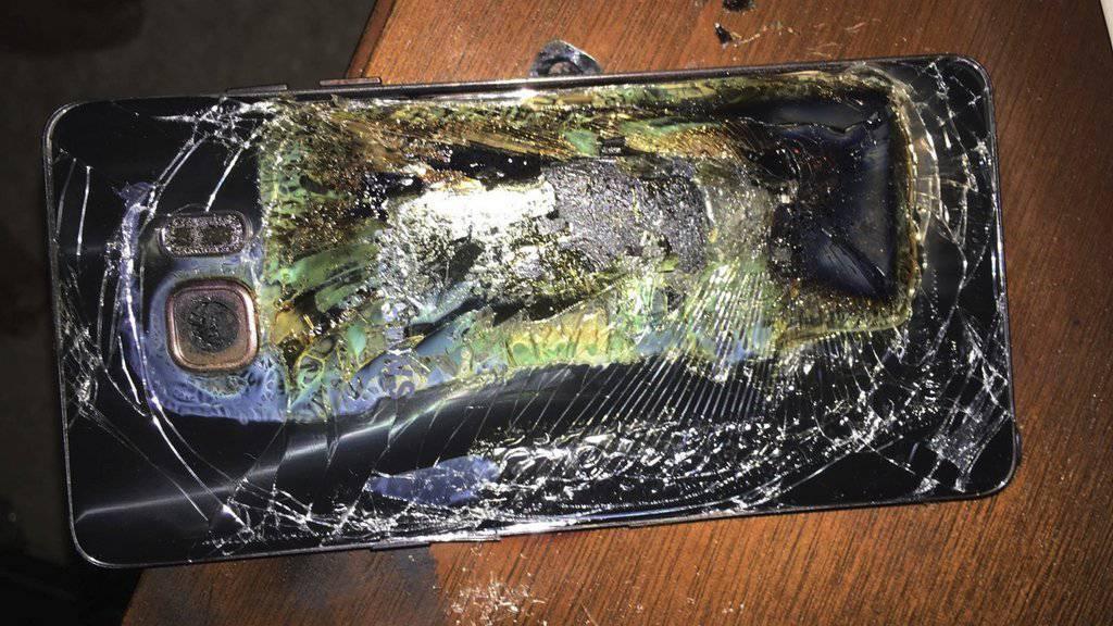 Dieses Samsung Galaxy Note 7 wurde durch einen überhitzten Akku zerstört. (Archiv)