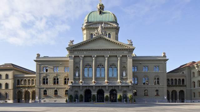 Blick auf das Bundeshaus und den Bundesplatz in Bern (Archiv)