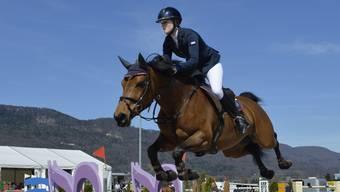 EmilieStampfli mit ihrem Spitzenpferd Nikitadu Luot, welches sie in den Hof von Pius Schwizer mitnehmen kann.