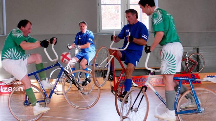 Radballturnier in der alten Turnhalle Grenchen. Die Sportler suchen nach einer alternativen Lokalität, bis jetzt ohne Erfolg. (archiv)