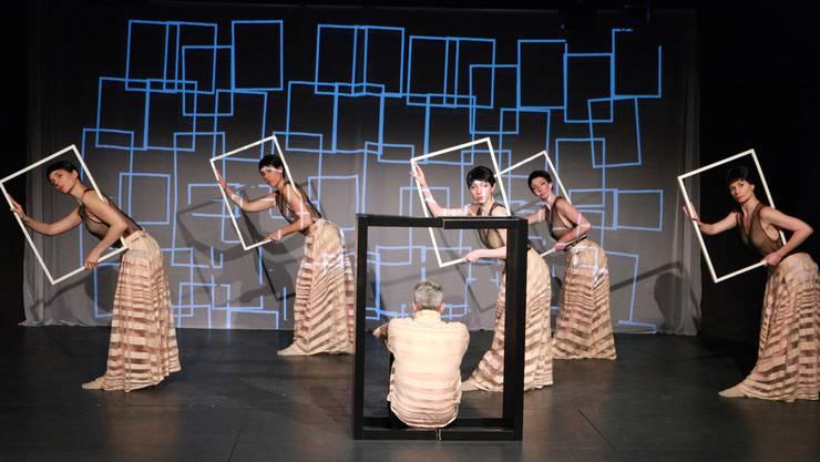 Tänzer Ivano Chiaravalloti in der Rolle des alten Mannes im Stück «Zeitlupenstill – tiny beautiful ugly things».