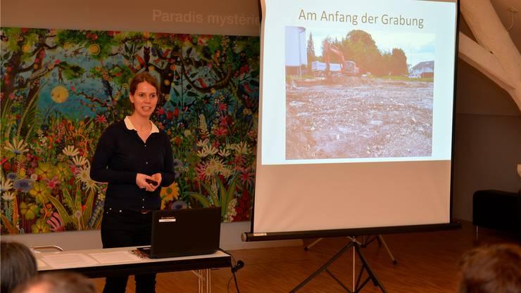 Mirjam Wullschleger von der Kantonsarchäologie bei ihrem Vortrag in Biel.