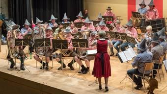Die Brass Band Harmonie Wolfwil trat nach der Pause im Folklorehemd und Tiroler Filzhut auf.