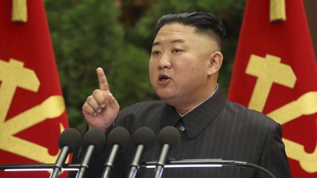 Der nordkoreanische Machthaber Kim Jong Un sieht die Schuld für die Krisensituation während der Pandemie bei «hochrangigen Beamten».