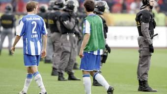 Gerüchten zufolge sollen sicherheitsbeamte beim Spiel des FC Basel gegen Bayern München am kommenden Dienstag streiken. Auch ein Grossaufgebot an Sicherheitsleuten: FCZ-Basel (s. Bild).