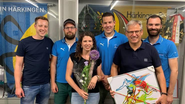 Von links nach rechts: Marco Heim (neuer Beisitzer), Philipp Felber (abtretender Aktuar), Selina Berger (neue Aktuarin), Matthias Heim (Präsident), Bruno Büttiker (neues Ehrenmitglied) sowie Reto Jäggi (abtretender Beisitzer)