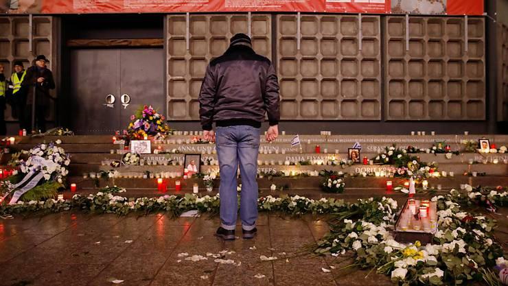 """""""Zu viel falschgelaufen"""": der ehemalige deutsche Datenschützer Peter Schaar zur Behördenarbeit vor dem Attentat auf den Berliner Weihnachtsmarkt am Breitscheidplatz 2016 mit zwölf Toten."""