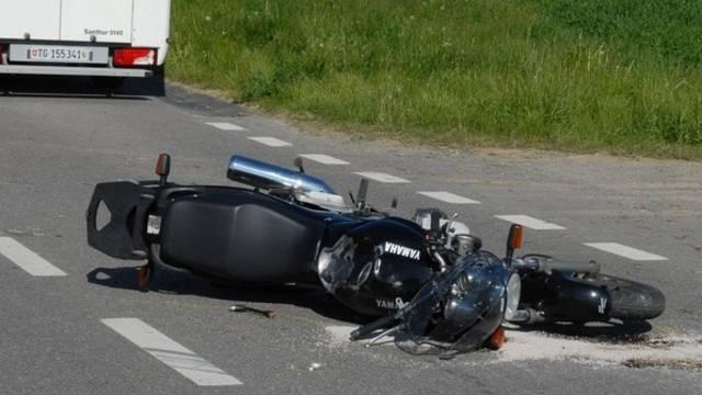 Die Flucht hat für den Motorradfahrer übel geendet (Symbolbild)