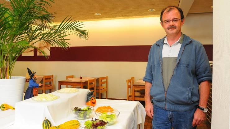 Rolf Meier hat das Salatbuffet und die rote Linie beibehalten.  Foto: om