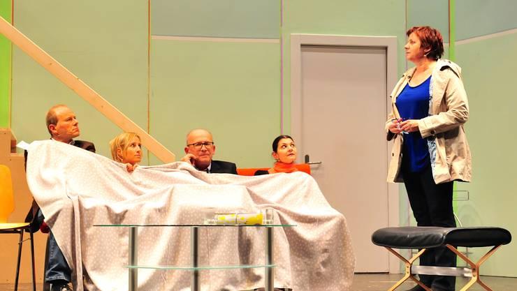 Wer da mit den Binders unter einer Decke steckt, ermittelt Kommissarin Schlatter (Christa Ledergerber)