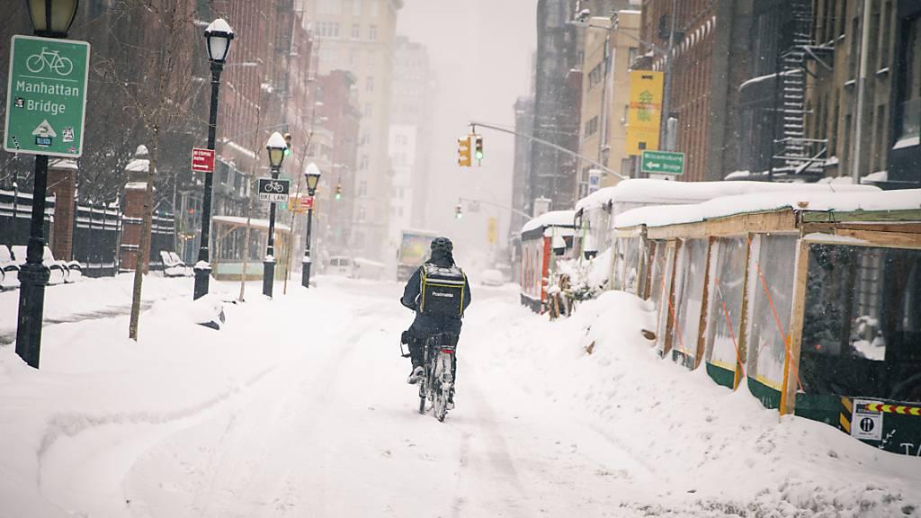 Nach Wintereinbruch: New York schaufelt sich von Schneemassen frei