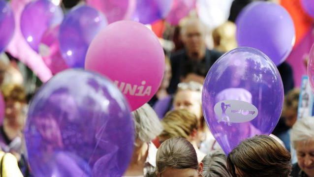 Beim Bund arbeiten mehr Frauen in Führungspositionen - Demonstration für Gleichberechtigung am Frauenstreiktag in Zürich (Archiv)