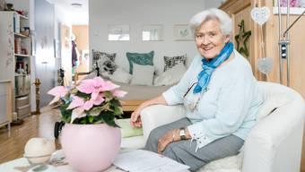 Die 89-jährige Elsa Müller wollte schon als Kind immer alles schöner machen und dekoriert nun ihr Zimmer im Seniorenzentrum mit Leidenschaft.