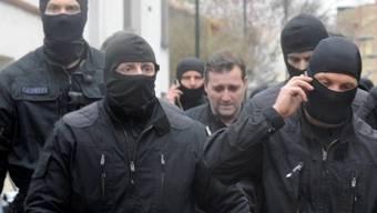 Französische Polizisten nehmen Islamisten fest (Archiv)