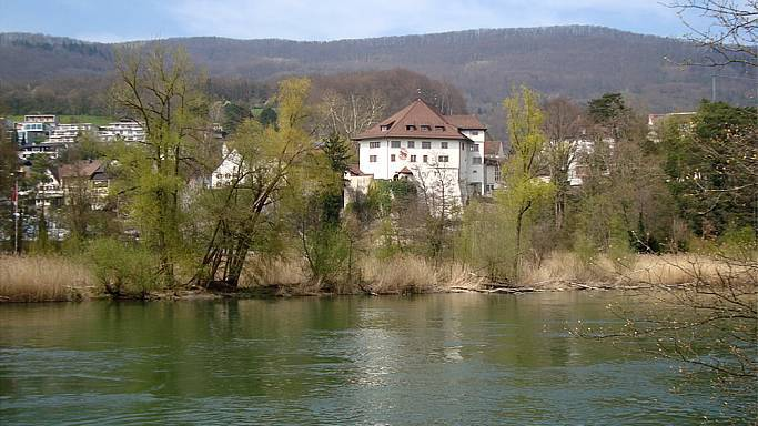 Das Schloss Biberstein liegt in der gleichnamigen Gemeinde Biberstein und entstand durch den Umbau einer Burg.