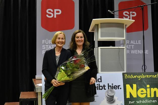 Die neue Regierungsrätin Susanne Schaffner und SP Präsidentin Franziska Roth