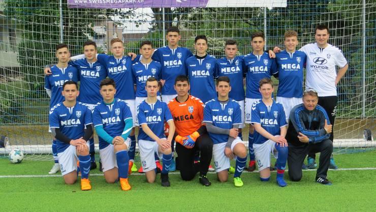 B-Junioren vom FC Frenkendorf mit Tainergespann