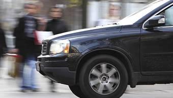 Autofahrer werden an Leuchttafeln an Bushaltestellen sehen, wer wohin mitgenommen werden möchte. (Symbolbild)