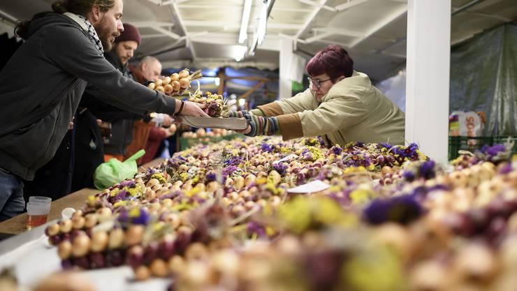 An 145 der total 590 Marktstände in Bern werden Zwiebeln verkauft.