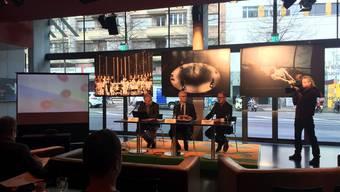 Guy Starck, Samuel Holzach und Andreas Beck (von links) an der Medienkonferenz des Theater Basel zur Saison 201718.