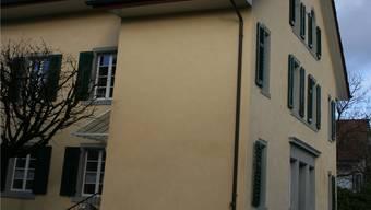Im 1858 erbauten Schulhaus in Dättwil führte der legendäre Lehrer Hans Dietiker nach Zusammenschluss noch die Gesamtschule.-rr-