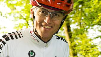 MTB-Nationaltrainer Beat Stirnemann mit Natikleidern
