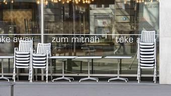 Viele Betriebe hatten Umsatzeinbussen wegen der Corona-Pandemie. Die Stadt Zürich will die Auswirkungen abfedern und verzichtet auf einen Teil der Gebühren für die Nutzung des öffentlichen Grunds. (Archivbild)