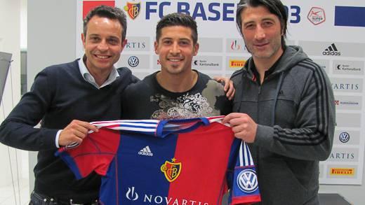 Calla mit FCB-Präsident Bernhard Heusler (links) und Trainer Murat Yakin.